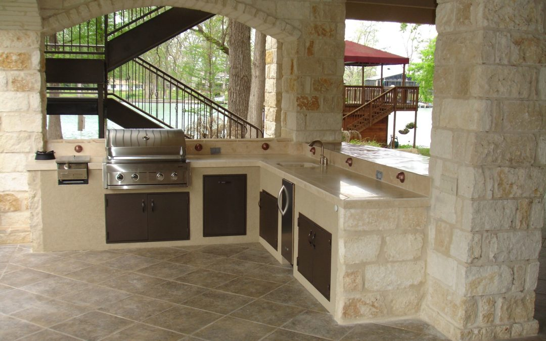 Summer Living is Easy With an Outdoor Kitchen